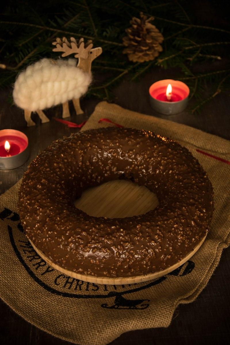 Gâteau noisette/chocolat noir & son glaçage rocher